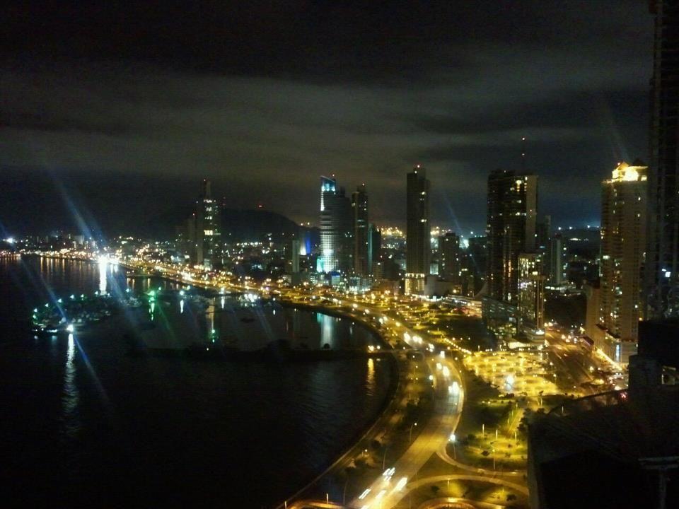 """night view of """"Ciudad de Panamá"""" Central America"""