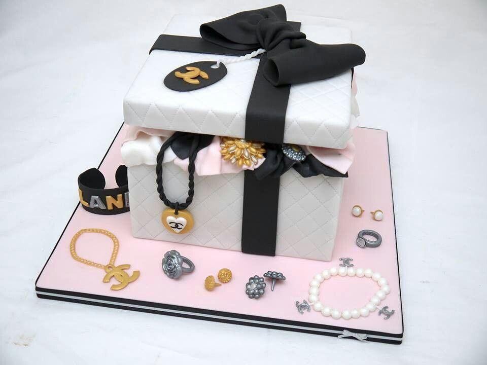 Chanel box and jewelry cake Cupcake Pinterest Cake Fondant