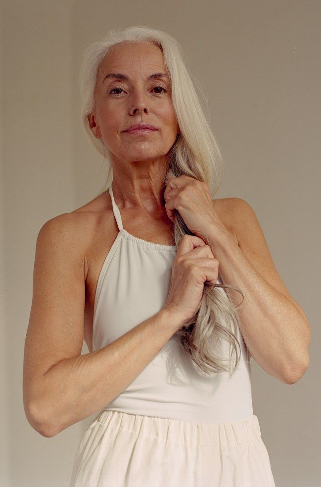 a 60 ans le mannequin yasmina rossi pose en maillot de bain yasmina rossi pinterest. Black Bedroom Furniture Sets. Home Design Ideas