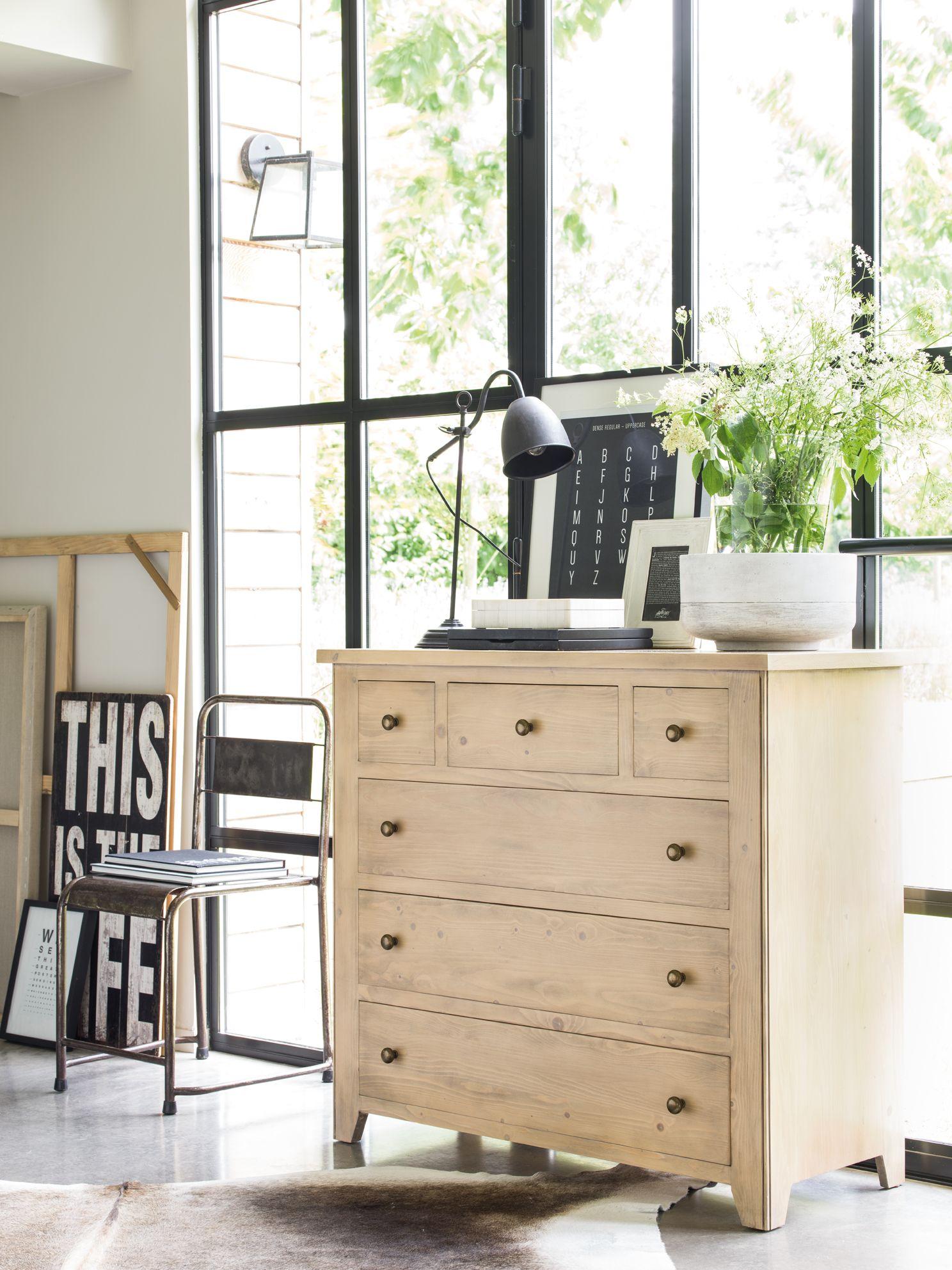 La Collection First Integre Facilement Tous Les Interieurs Avec Ses Formes Epurees Et Simples Et Ses Pati Meuble Bois Massif Mobilier De Salon Meubles En Bois
