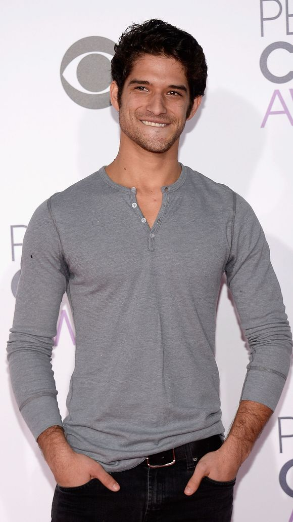 Photo of 'Teen Wolf' star Tyler Posey rocks sweat stains at People's Choice Awards