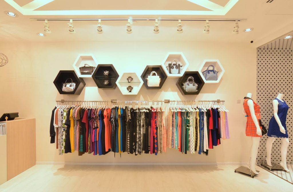 Beauteous cloth interior design clothing boutique for Boutique interior design