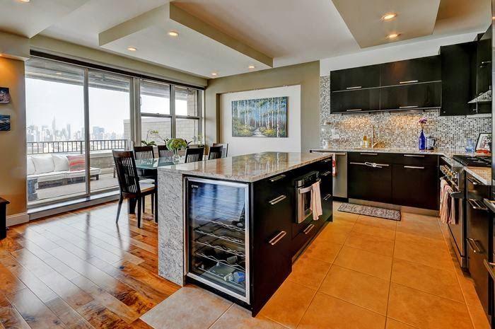 Chef S Kitchen Offer Viking Range Professional Grade Stainless Appliances Modern Cabinetry Stylish Backsplash