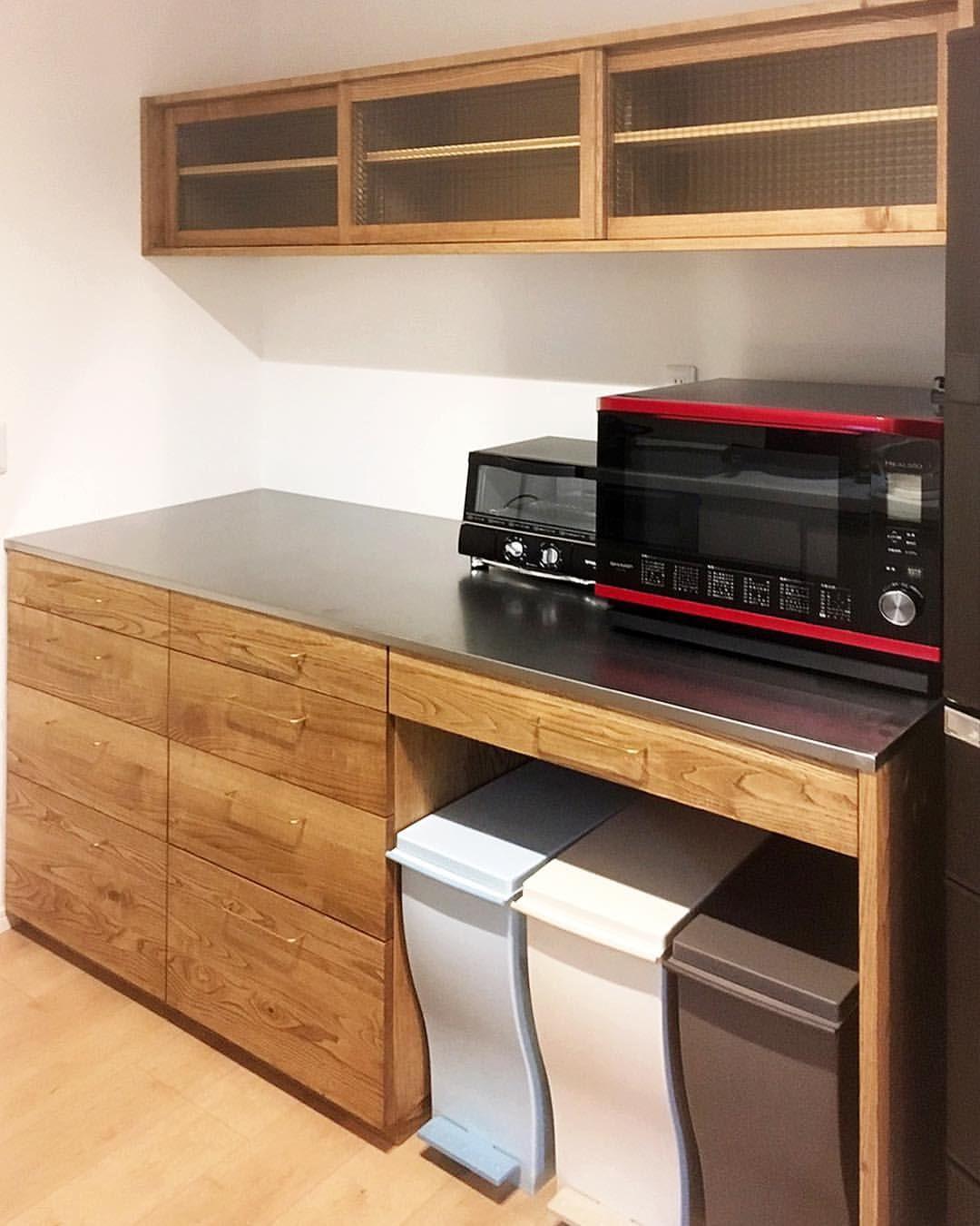 いいね 319件 コメント1件 Oguma Llcさん Oguma Llc のinstagramアカウント 京都のお宅の栗のカップボード ダークウォールナット色に着色しました 天板はステンレスで 奥行 Home Kitchens Interior Design Kitchen Kitchen Design
