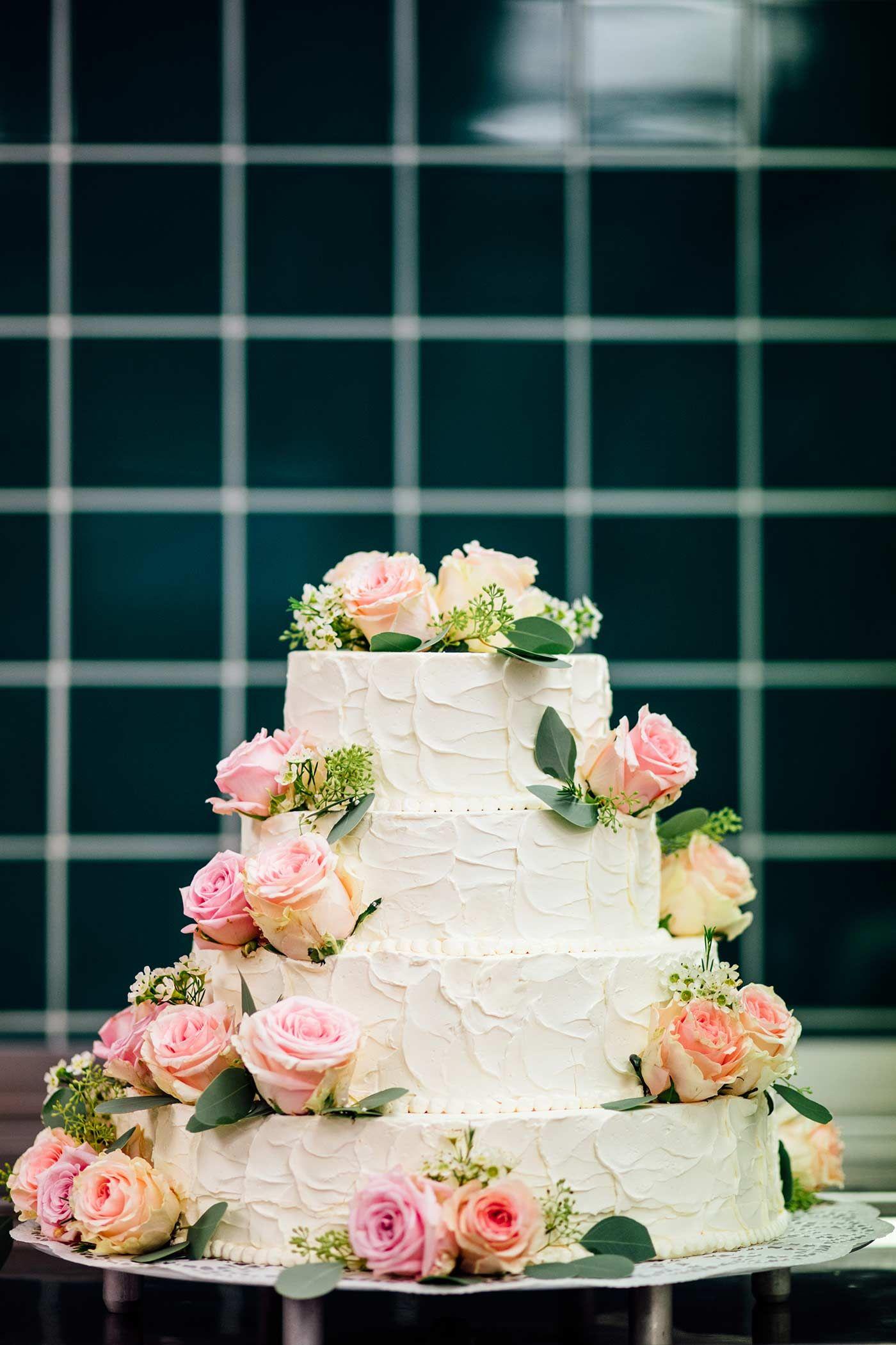 Hochzeitstorte Mit Rosen In 2019 Hochzeitstorten