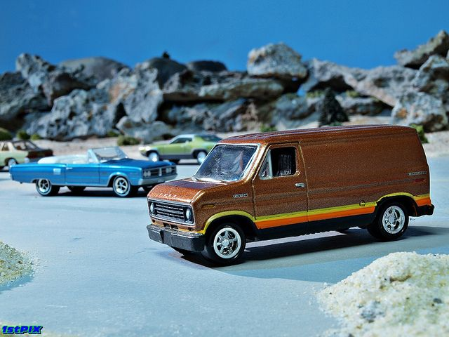 Johnny Lightning Diecast Ford Econoline Van Johnny Lightning E