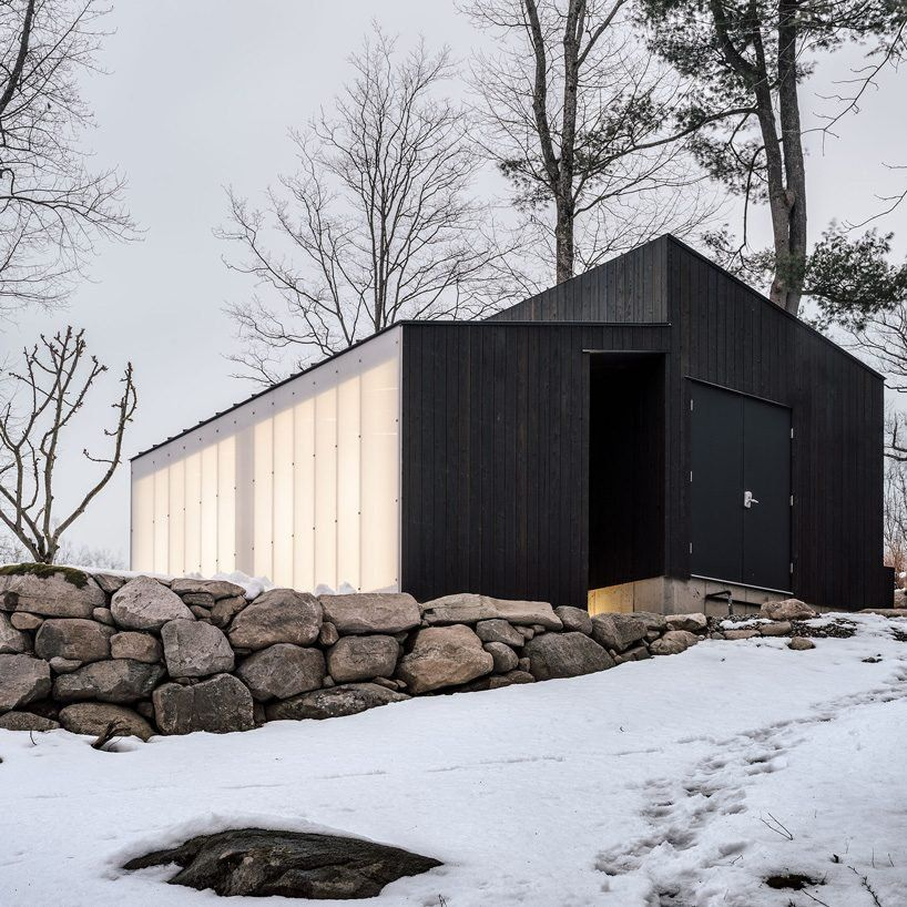 Miguel quismondo builds small pavilion with charred wood