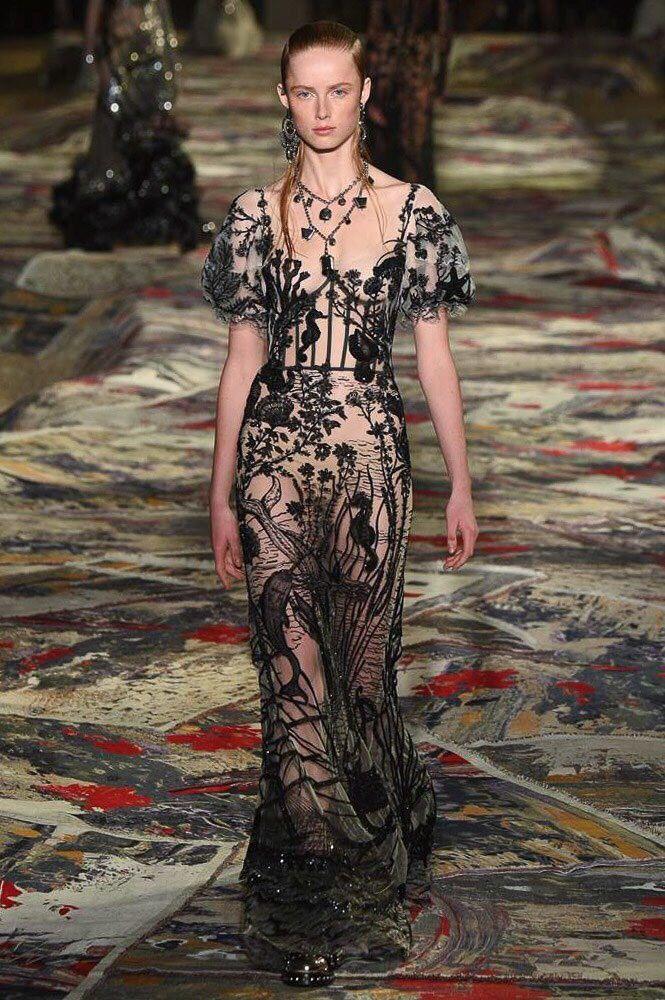 Alexander McQueen S/S 2017 Not Ordinary Fashion
