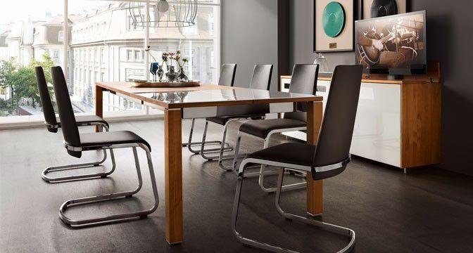 cubus plus Tisch von TEAM 7 wahlweise mit glänzender oder matter Farbglasplatte.