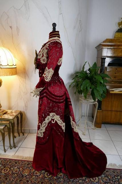 Trained 2-piece society dress or gown of cherry red ...