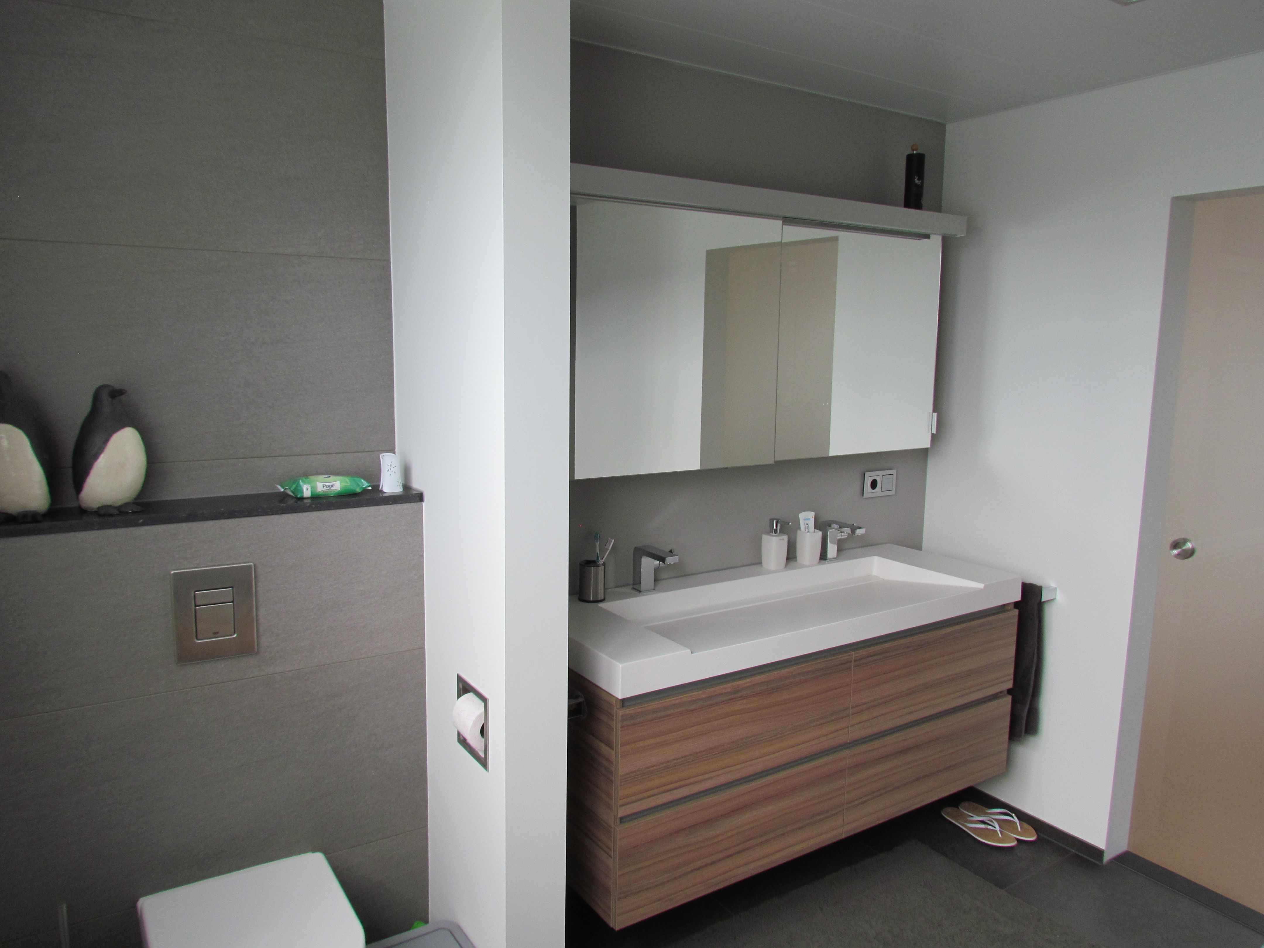 Inloopdouche Met Baderie : Modern bathroom grey white walk in shower inloopdouche badkamers