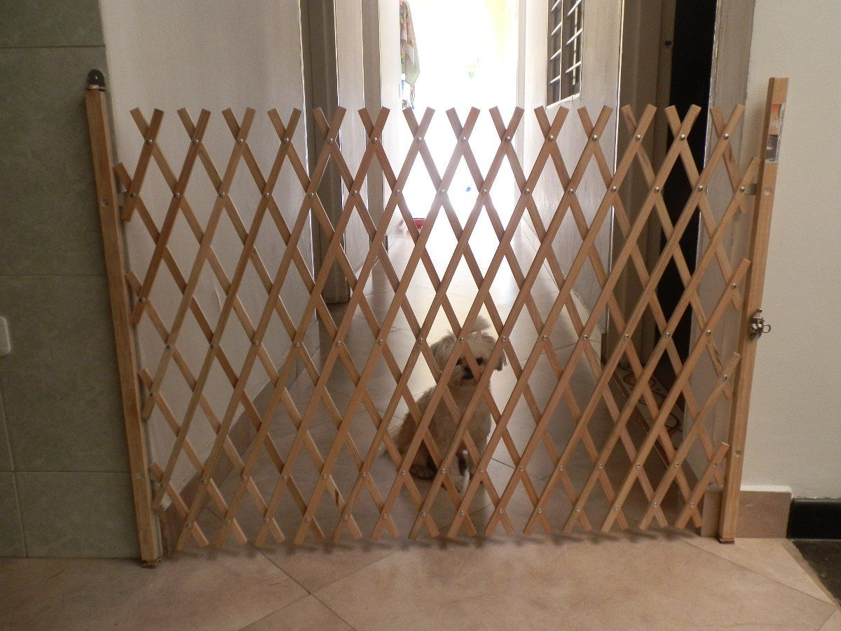 Rejas plegables en madera para mascotas bebes proyectos for Puerta seguridad perros