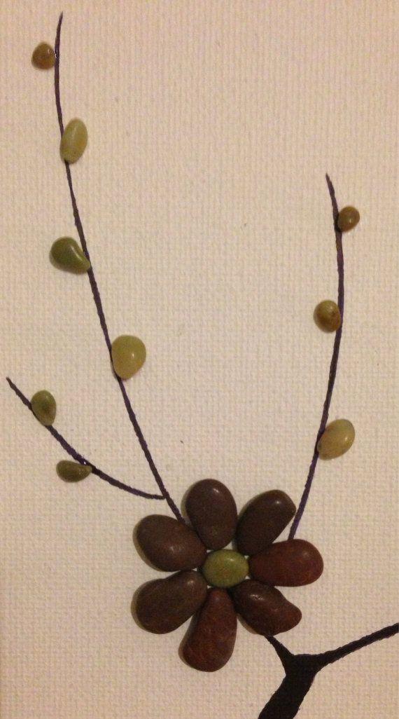 Flores del árbol a partir de guijarros de la playa naturalmente ...