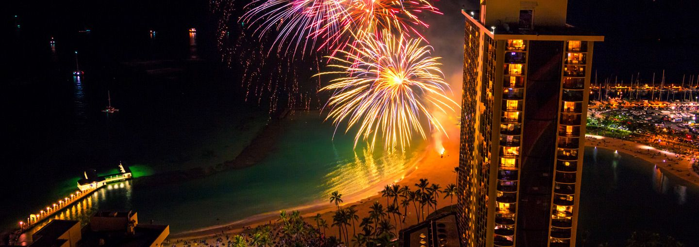 Friday Fireworks By The Super Pool Hilton Hawaiian Village Hilton Hawaiian Village Waikiki Honolulu Vacation