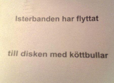 """En skylt med texten """"Isterbanden har flyttat till disken med köttbullar"""""""