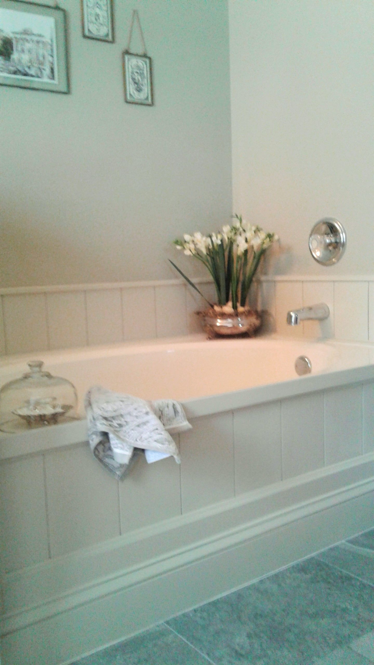 DIY tub surround using peel and stick vinyl planks to create shiplap ...