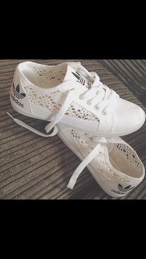 Tenis blancos Adidas | Zapatos, Zapatos de encaje y Tenis