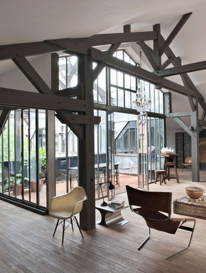 Un loft industriel paris wood glass penthouses and lofts for Plafond cathedrale decoration