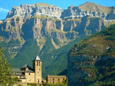 Pyreneje - turistika a hory, poznávací zájezd   CK Mundo