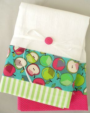 Kitchen towels with apple pattern in green by Seamlespressions ...
