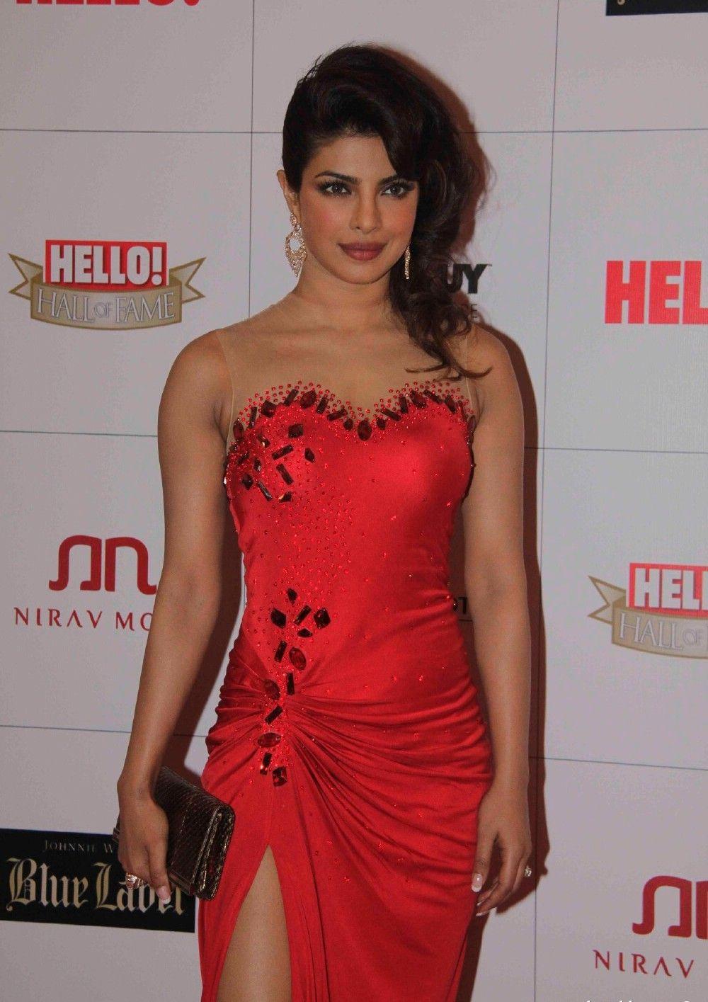 Priyanka Chopra At Hello Awards 2013 stills