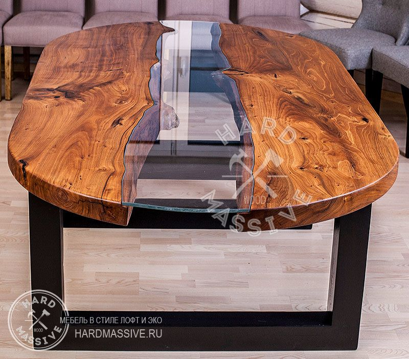 Столик из натуральной древесины