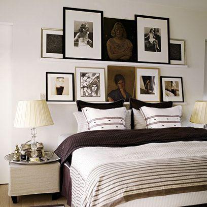 Cabecero con balda riba y muchos marcos de fotos y cuadros decoration pinterest - Cuadros para cabeceros de cama ...