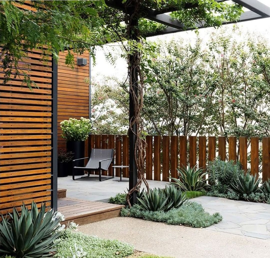 First Appearing On Granddesignsau In 2010 This Garden By Secretgardenslandscapes Has Recently Undergone A Littl Garden Design Landscape Design Secret Garden