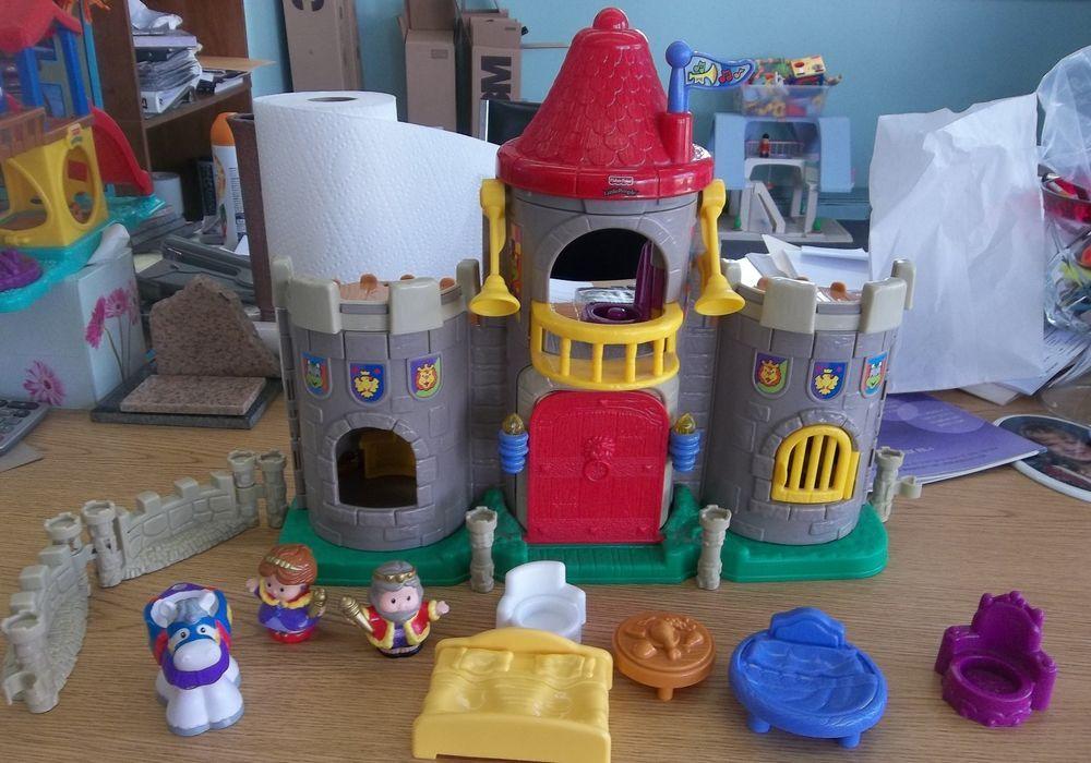 2003 fisher price little people lil kingdom medieval castle w king