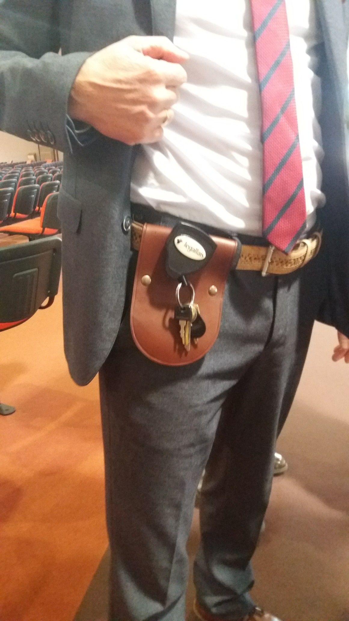 Protection pantalon destiné à tous ceux qui ont besoin de porter un  trousseau de clés à acd744f8c17