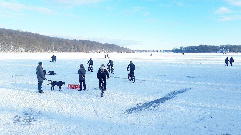 Det er farligt at gå ud på isen.