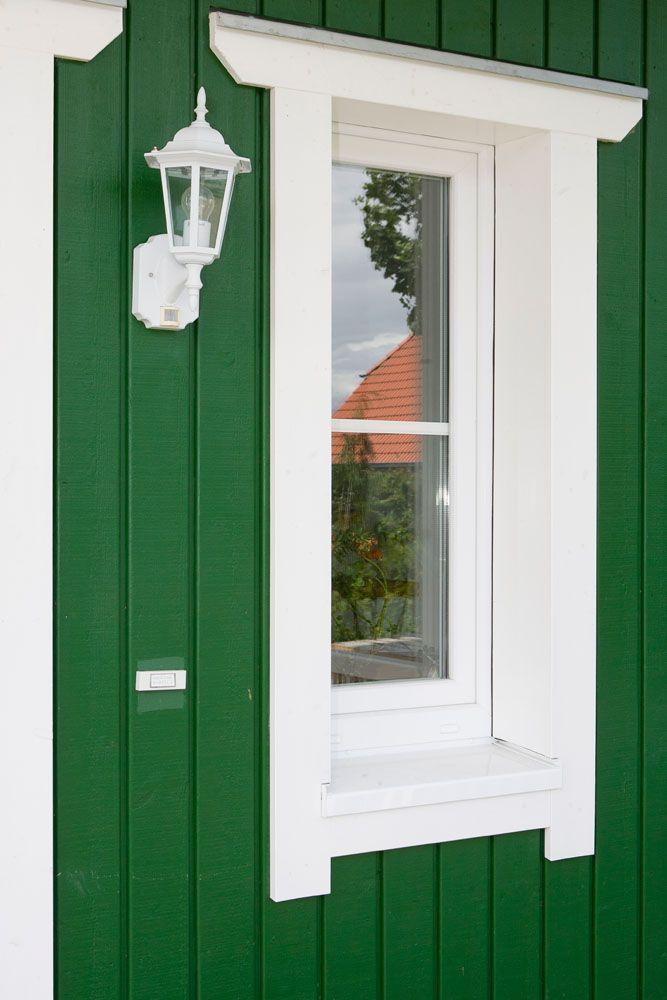 Schön Dekoratives Kleines Fenster Im Eingangsbereich.. Schwedenhaus In Grün
