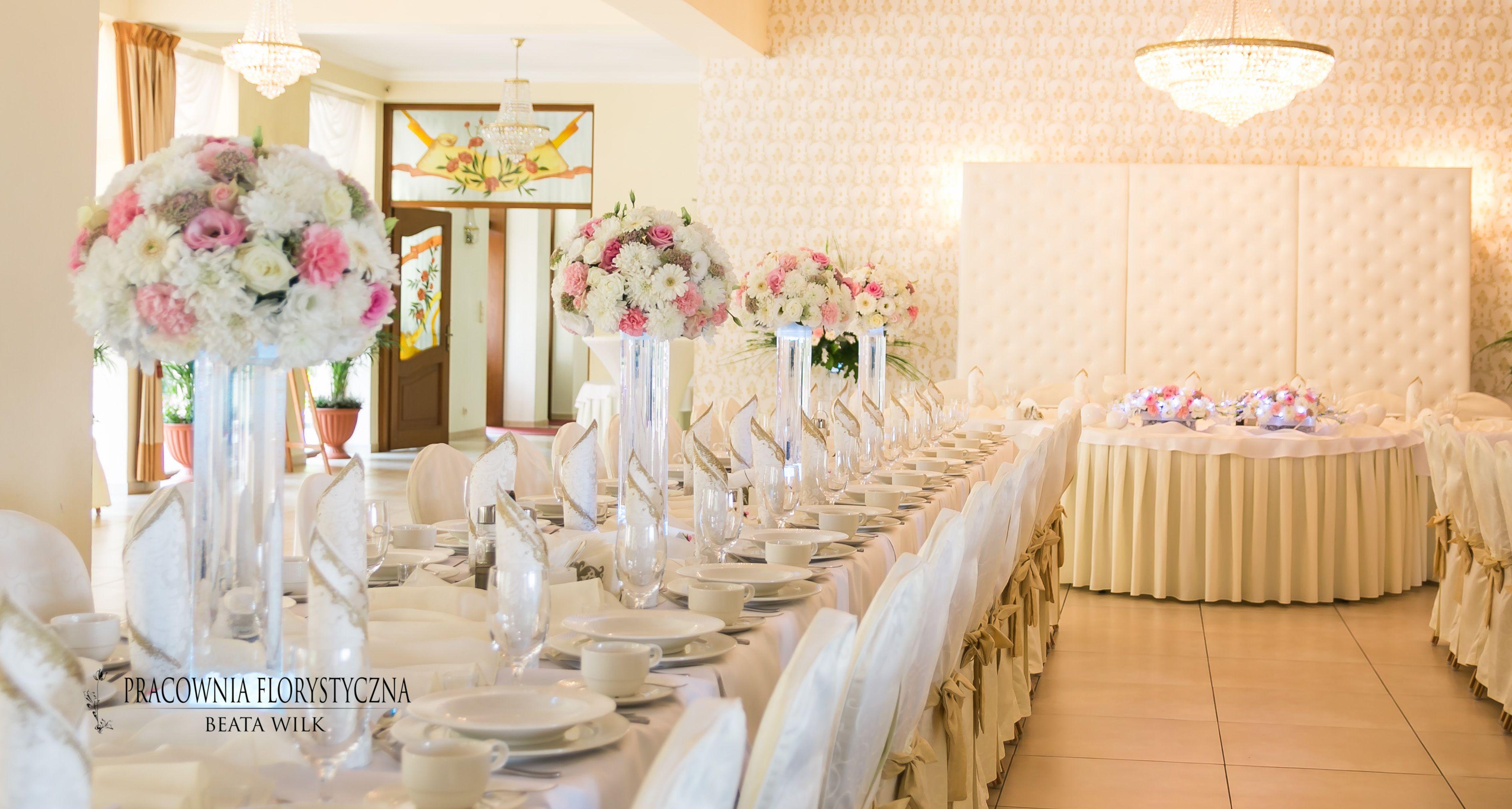 Dekoracja Sali Weselnej Szklane Tuby Podswietlane Pikowany Parawan Table Decorations Decor Home Decor