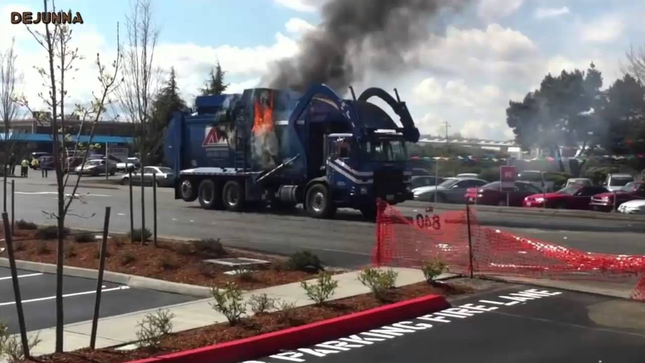 Bad accident trash truck accident on fire avec