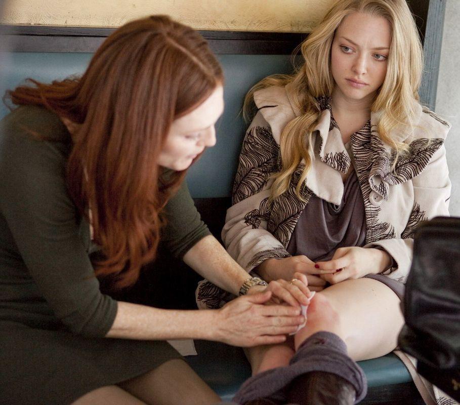 pussylesqueer  Julianne Moore   Amanda Seyfried in Chloe  fe06182355b3