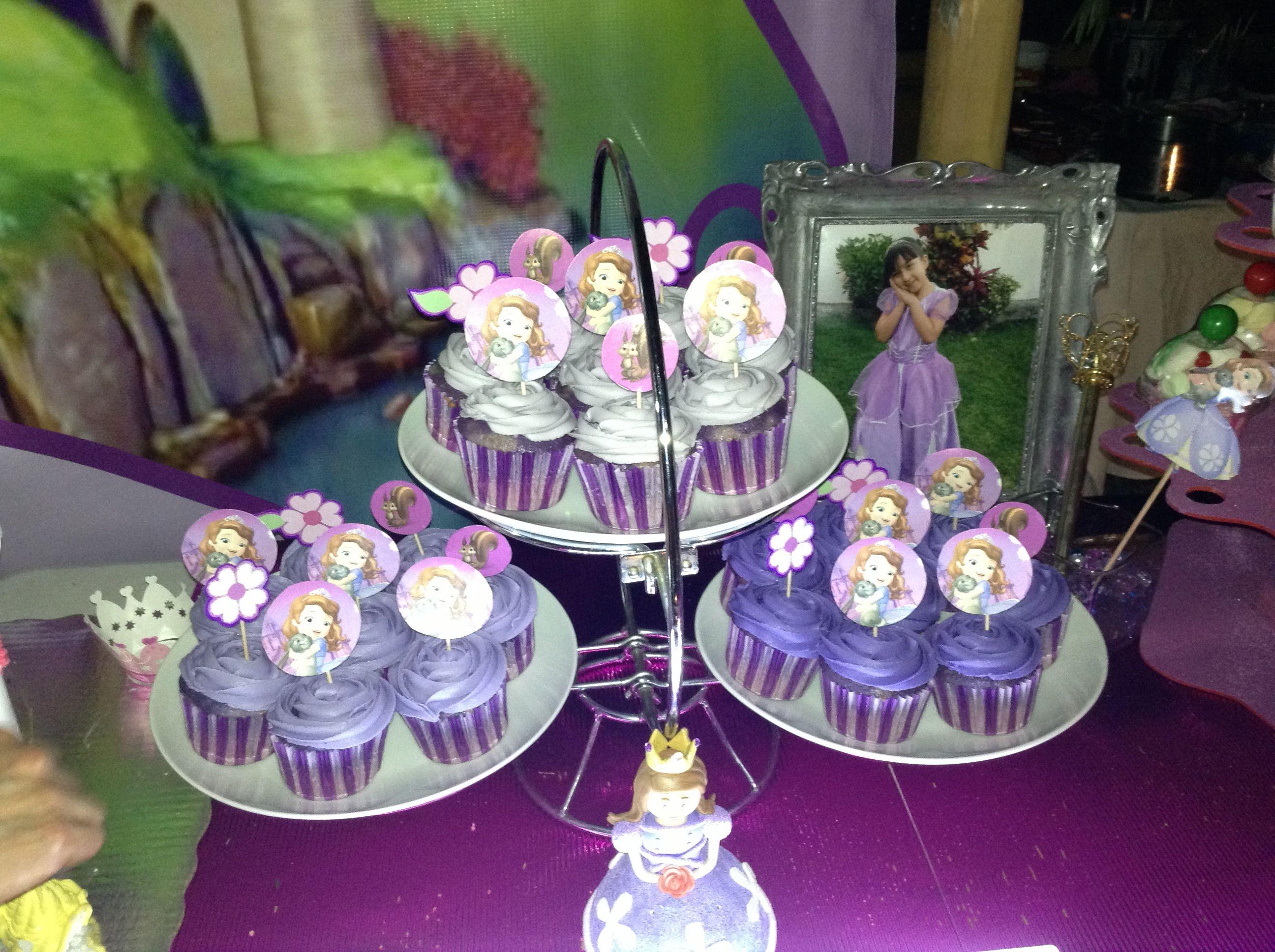 Cupcakes with princess sofia toppers princess sofia