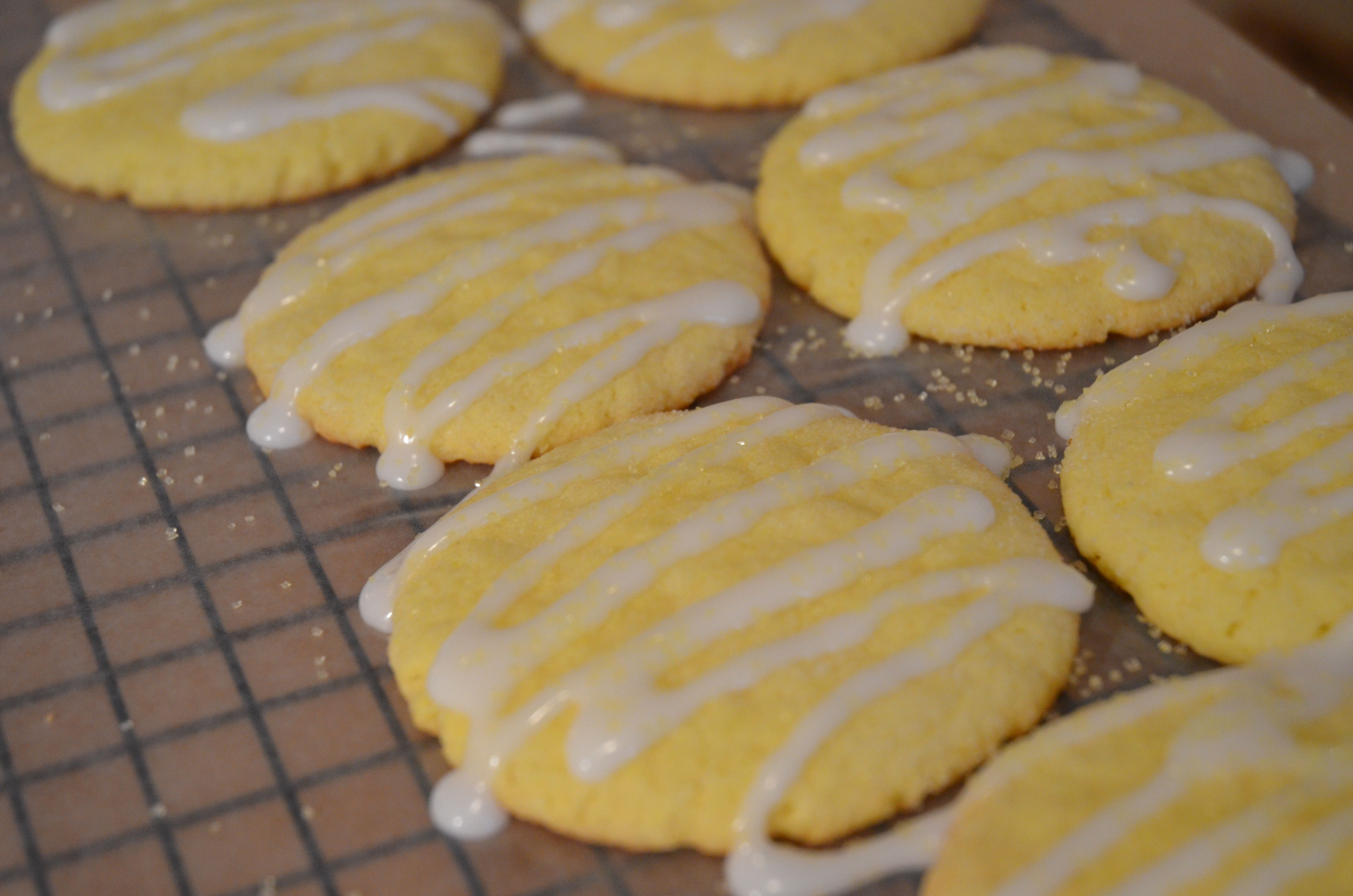 Lemon Cake Mix Cookies From Pillsbury Mix 1 Lemon Cake Mix 1 3 C Oil 2 Eggs Roll Into I Inch Balls And Lemon Cake Mix Cookies Cake Mix Cookies Cake Mix