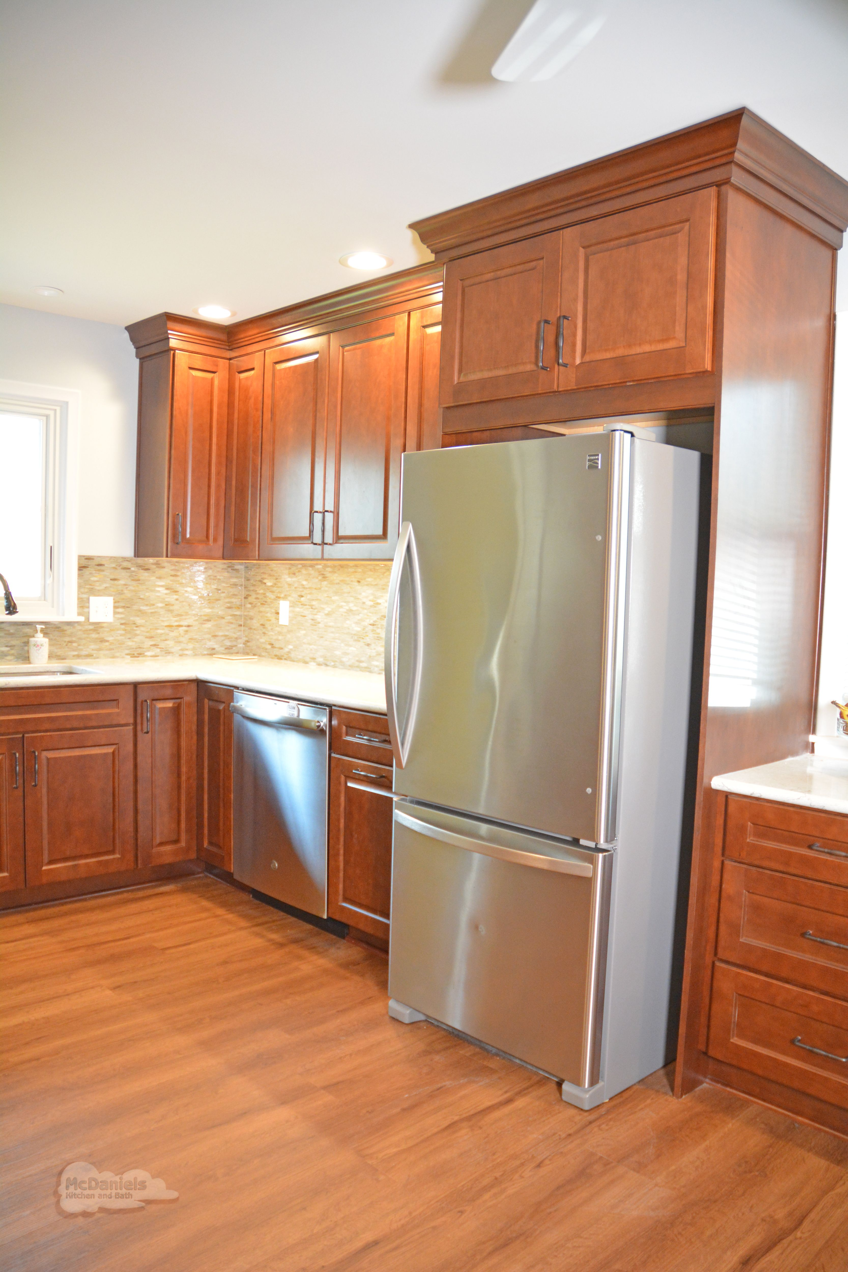 This Lansing Mi Kitchen Design Features Diamond Vibe By Masterbrand Kitchen Cabinets In A Warm Woo Kitchen And Bath Remodeling Kitchen Design Kitchen Cabinets