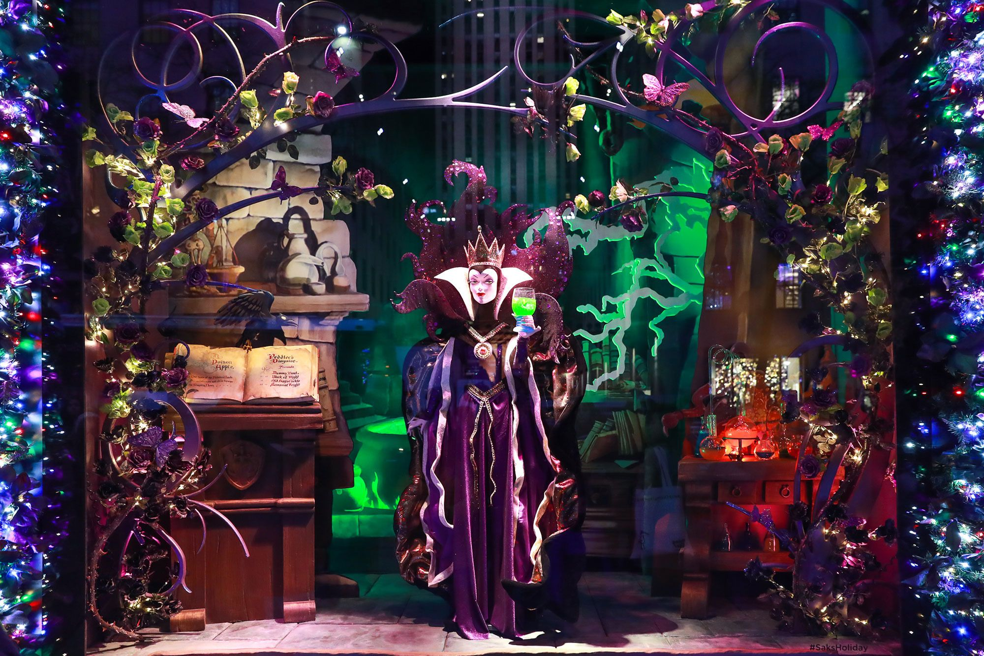 Saks Christmas Window Display 2020 See the Most Sparkling Holiday Windows in New York in 2020