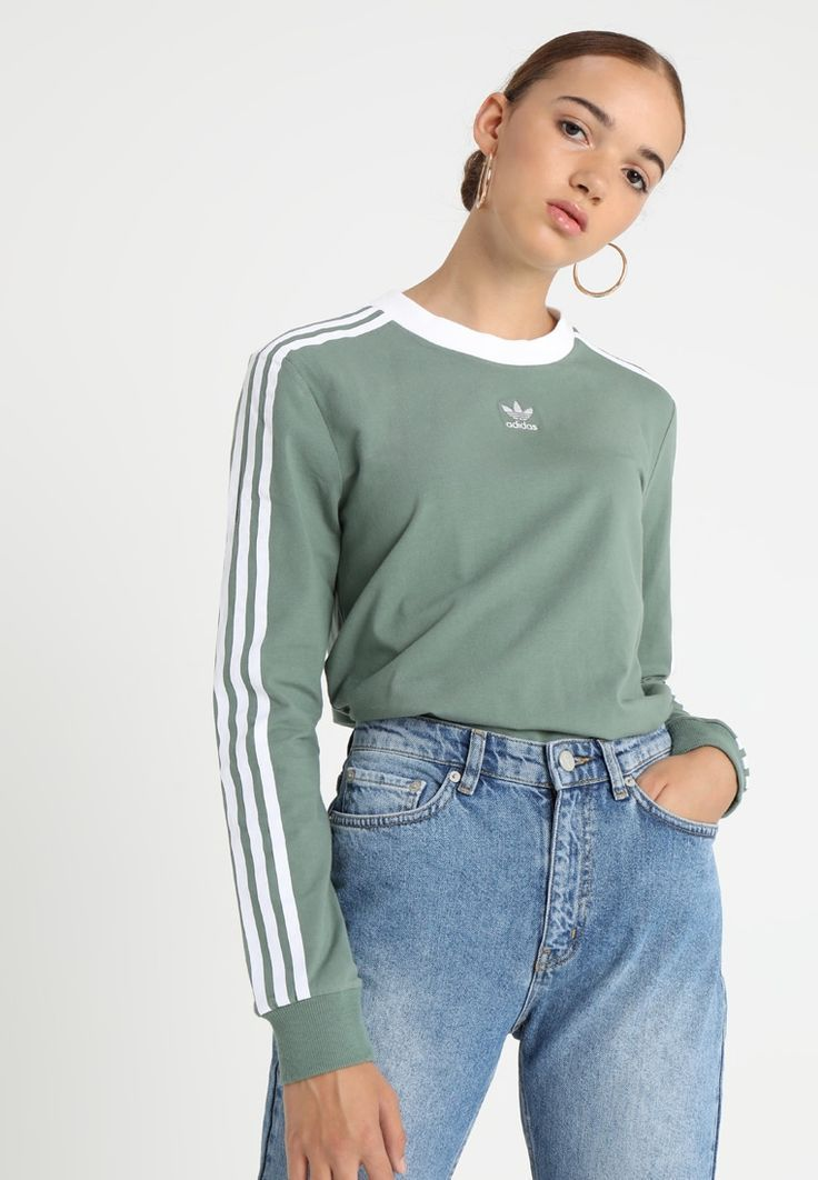 3 STRIPES Langærmede T-shirts trace green - Addidas Shirt ...