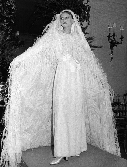 The Christian Dior Haute Couture Fall/Winter Show 1971 1972 En Savoir Plus  Sur ...