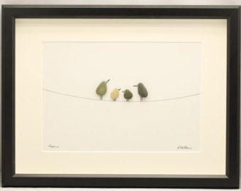 Birds On A Wire: Strand-Kiesel-Bild im weißen von kormendesigns