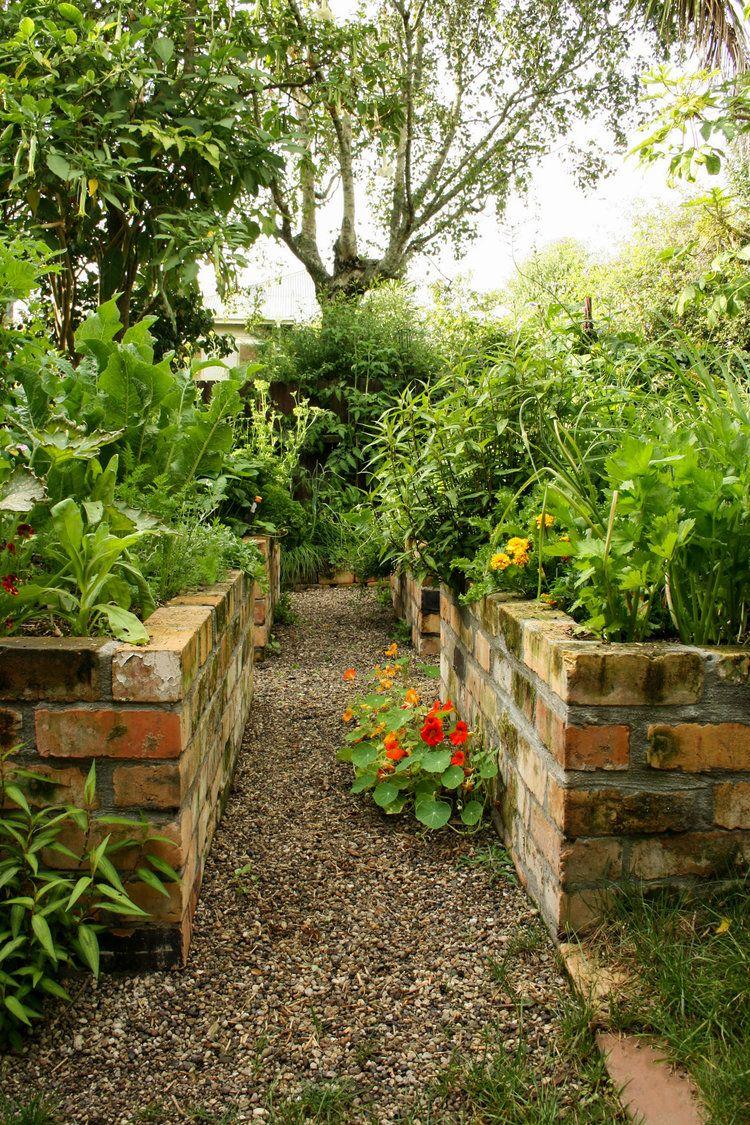 Xanthe White Design in 2020 | Vegetable garden raised beds ...