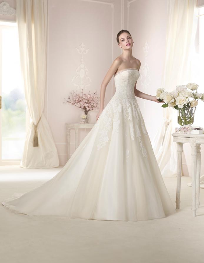 vestido de #novia con corte princesa, de encaje y palabra de honor