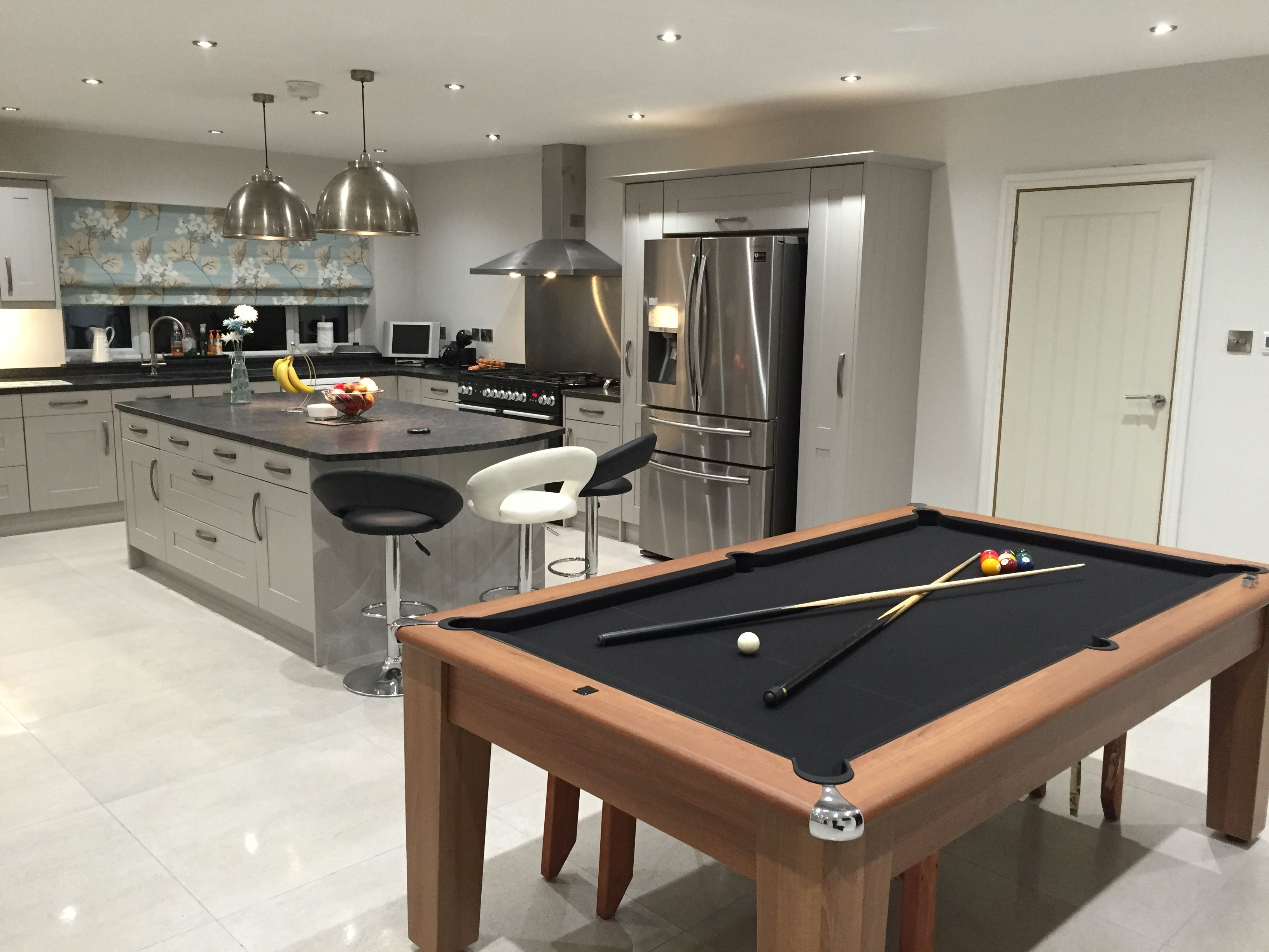 Grey Shaker Kitchen Units With Leathered Granite Worktop Barstools