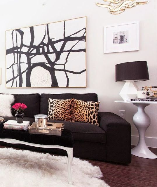 Cute Living Room Ideas: Black Sofa Anyone? Yes Please!