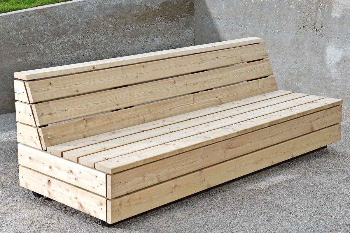 Sohvasta tehtiin kaksimetrinen eli tavallisen patjan pituinen  Se helpottaa sopivien patjojen löytämistä  Gardenfurniture is part of Patio furniture -