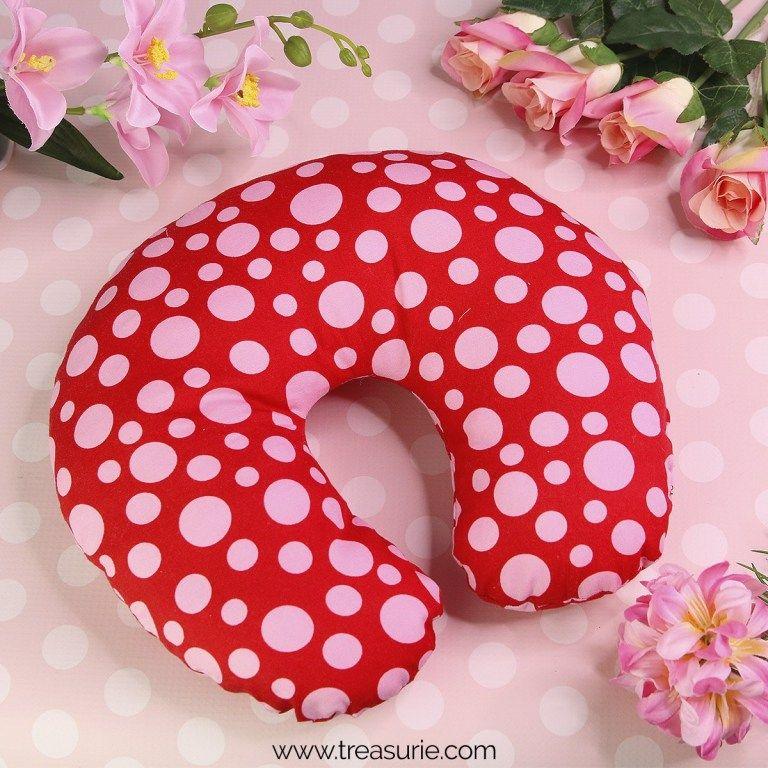 Diy Travel Pillow Neck Pillow Free Pattern Treasurie Travel Pillow Diy Neck Pillow Diy Pillowcase Pattern