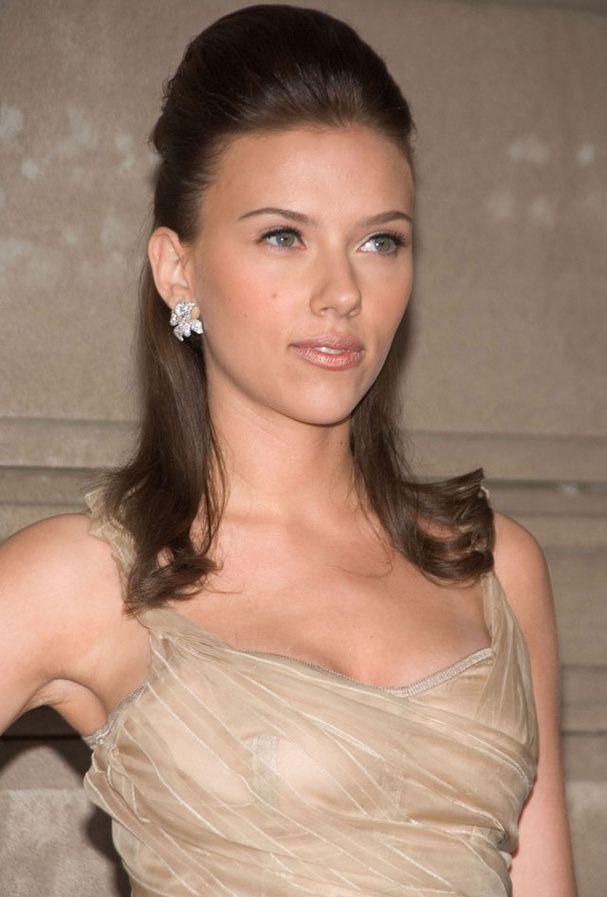 Scarlett Johansson Ou Le Cameleon Capillaire D Hollywood Coiffure