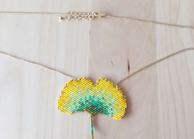 Fall time is the perfect time to rock those necklaces with a little bit of nature in them. Try out this Brick Stitch DIY Leaf Necklace for autumn.